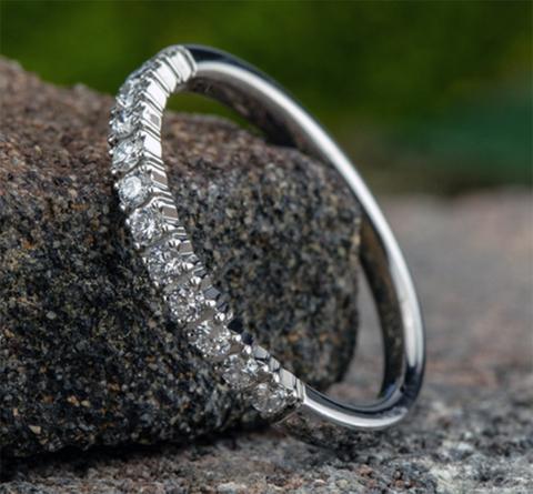 Ring THE LUNA