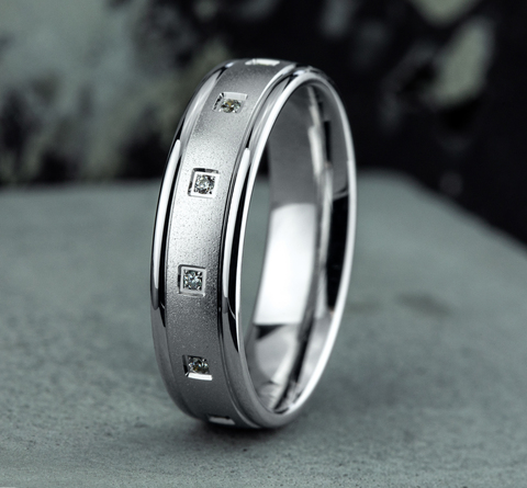 Ring THE MONROE